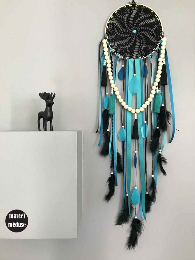 attrape-reve-crochet-noir-plumes-bleues-perles