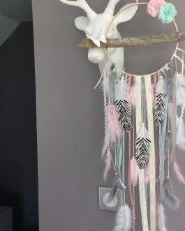 Attrape rêves Dreamcatcher en bois flotté et plumes de paon. Grand modèle