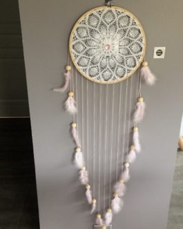 Attrape rêves Dream catcher en dentelle au crochet, coloris rose poudré