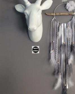 Attrape-rêves en bois flotté dans des tons de gris et blanc – dreamcatcher