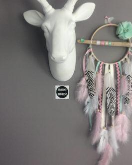 Attrape-rêves / dreamcatcher en bois flotté dans des tons de rose, mint et blanc avec plumes zèbres  – dreamcatcher