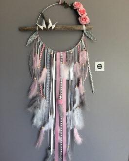 Attrape rêves dreamcatcher en bois flotté, plumes, roses et perles bois