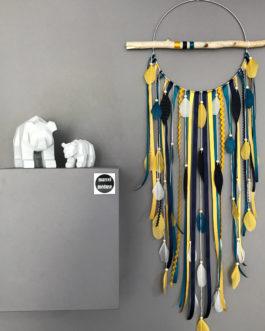 Attrape-rêves en bois flotté, plumes et perles bois coloris bleu marine, moutarde et bleu canard  – grande dimension
