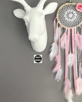 Attrape-rêves en dentelle dans des tons de blanc et rose