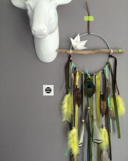 Attrape rêves / dreamcatcher / attrapeur de rêves en bois flotté, origami, plumes et perles bois tons kaki et vert