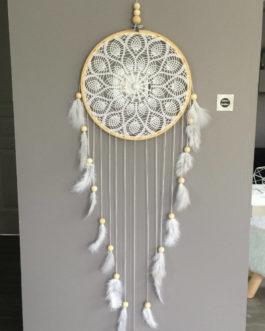 Très grand Attrape rêves / dreamcatcher / attrapeur de rêves en dentelle, plumes et perles bois