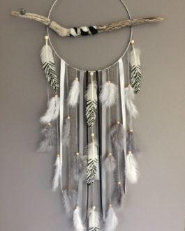 Attrape rêves / dreamcatcher / attrapeur de rêves en bois flotté, plumes zébrées et perles bois