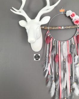 Attrape rêves en bois flotté, plumes, fleurs et perles bois tons vieux rose, blanc et gris