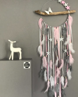 Attrape rêves / dreamcatcher / attrapeur de rêves en bois flotté, plumes et perles bois en rose, gris, blanc avec étoiles – diamètre 25 cm