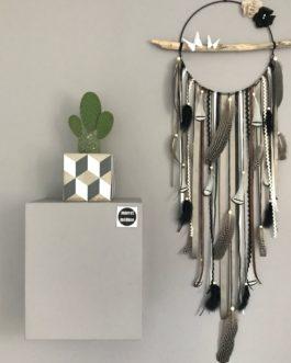 Attrape rêves / dreamcatcher / attrapeur de rêves en bois flotté, plumes naturelles et perles bois