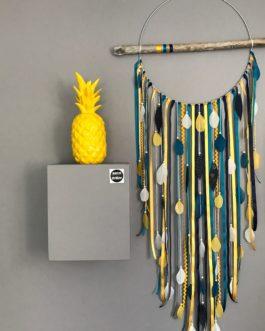 Attrape-rêves / dreamcatcher GEANT en bois flotté coloris moutarde, bleu marine et bleu canard