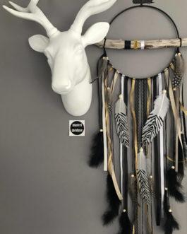 Attrape rêves / dreamcatcher / attrapeur de rêves en bois flotté, plumes zèbres et perles bois dans des tons de noir et doré