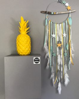 Attrape rêves Dreamcatcher en bois flotté coloris jaune, mint, gris et blanc avec étoiles