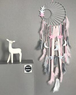 Attrape reves Dreamcatcher tissage soleil en rose poudré blanc et gris avec lunes et étoiles