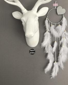 Attrape-rêves dreamcatcher dans des tons de blanc avec coeur