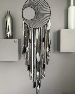 Attrape-rêves / dreamcatcher GEANT avec tissage soleil en brun, noir et taupe avec plumes naturelles – diamètre 45 cm et longueur 130 cm