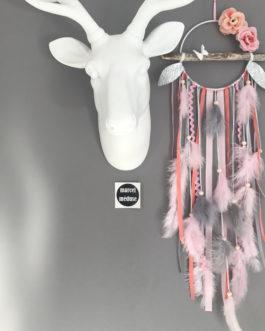 Attrape-rêves dreamcatcher en bois flotté dans les tons de rose poudré, corail et gris avec fleurs tissus