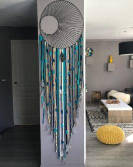 Attrape-rêves / dreamcatcher GEANT 60 cm de diamètre et 2,20 m de long en camaieu de bleu canard,bleu marine, gris et doré avec tissage sole