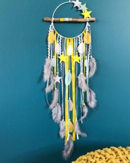 Attrape-rêves en bois flotté, Dreamcatcher et etoiles dans des tons de blanc, mint, gris, jaune