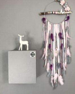 Attrape rêves Dream catcher en bois flotté coloris rose poudré, gris et prune avec fleurs tissu et papillons origami – diamètre 25 cm