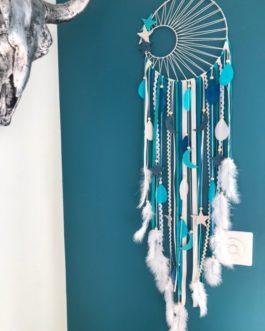Attrape reves Dreamcatcher tissage soleil beige en turquoise, bleu canard, beige et blanc avec lunes et etoiles