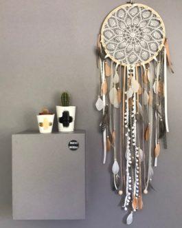 Attrape-rêves Dreamcatcher en dentelle au crochet, coloris fauve et beige