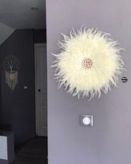 Jujuhat / juju hat handmade en plumes naturelles 45 cm de diamètre – coloris écru avec coquillages