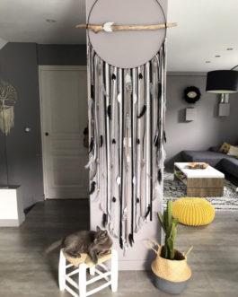 Attrape-rêves / dreamcatcher GEANT 60 cm de diamètre et 2,20 m de long en bois flotté coloris noir, taupe, argent et gris
