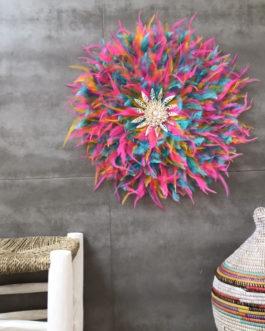 EN STOCK GEANT jujuhat / juju hat handmade en plumes naturelles 55 cm de diamètre – coloris multicolore avec coquillages