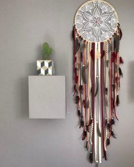 Attrape rêves / dreamcatcher Geant diametre 35 cm et longueur 130 cm en dentelle, plumes et perles bois coloris automne