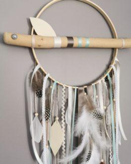 Attrape-rêves dreamcatcher en bois flotté coloris beige, blanc et touche de mint