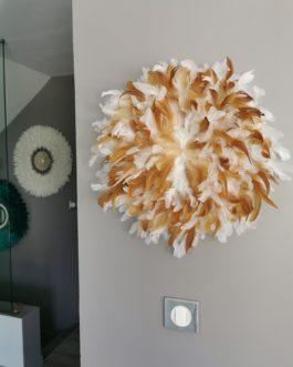 A Jujuhat / juju hat en plume 50 cm de diamètre – coloris fauve et blanc