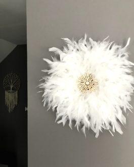 A Jujuhat / juju hat en plumes 40 cm de diamètre Taille M – coloris blanc centre coquillages