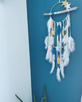 Attrape rêves / dreamcatcher / attrapeur de rêves bois flotté, coloris bleu canard, moutarde et blanc avec étoiles