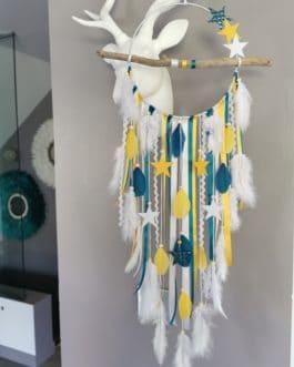 Attrape rêves / dreamcatcher / attrapeur de rêves bois flotté, coloris bleu canard, moutarde et blanc avec étoiles diamètre 20 cm