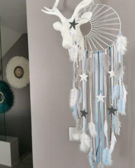 Attrape rêves / dreamcatcher / attrapeur de rêves coloris bleu pastel, gris et blanc avec tissage soleil