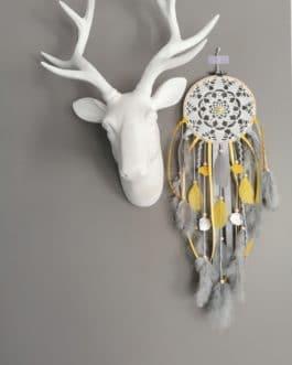 A Attrape rêves / dreamcatcher / attrapeur de rêves dentelle, coloris jaune moutarde et gris