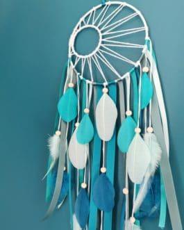 A Attrape rêves / dreamcatcher / attrapeur de rêves coloris camaïeu de bleu vert avec tissage soleil