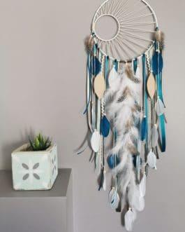 A Attrape rêves / dreamcatcher / attrapeur de rêves coloris bleu canard, beige, mint et blanc avec tissage soleil
