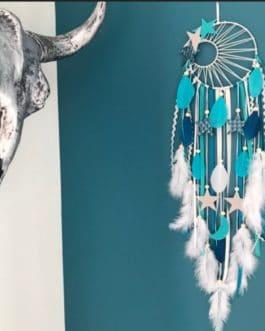 A Attrape rêves / dreamcatcher / attrapeur de rêves coloris camaïeu de bleu vert et blanc avec tissage soleil