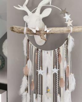 AA Attrape-rêves dreamcatcher en bois flotté coloris blanc, beige et taupe avec étoiles et papillons